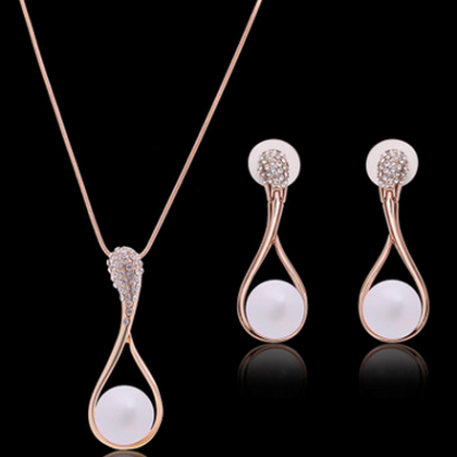 The new Pearl Necklace Earrings Set
