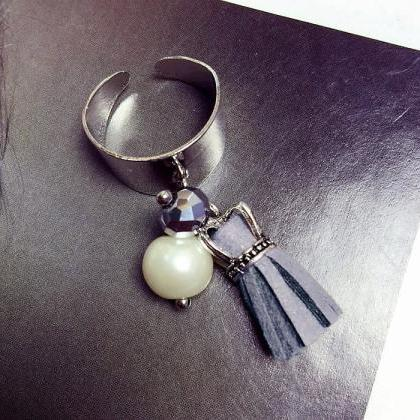 Exaggerated fashion pearl tassel ri..