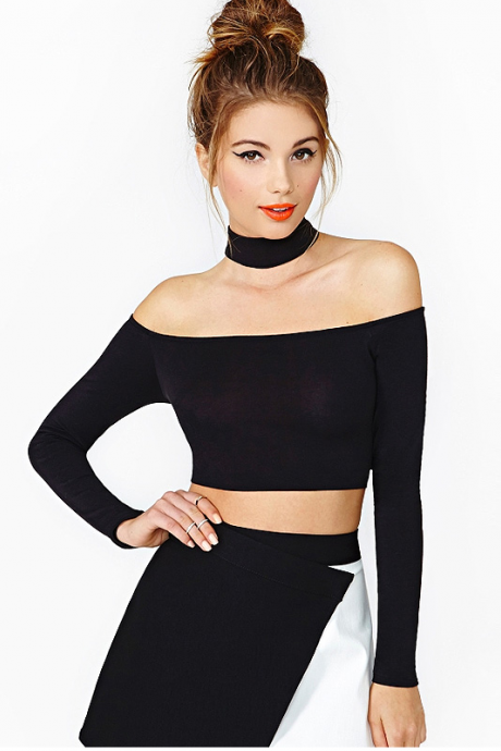 Off-The-Shoulder Long Sleeves Crop Top Featuring Attached Choker