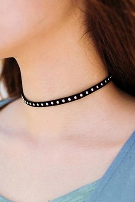 Metal Rivets Lint Short Necklace