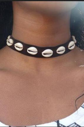 Natural Shell Decorate Collar Necklace