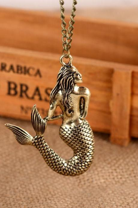Beautiful Mermaid Pendant Necklace
