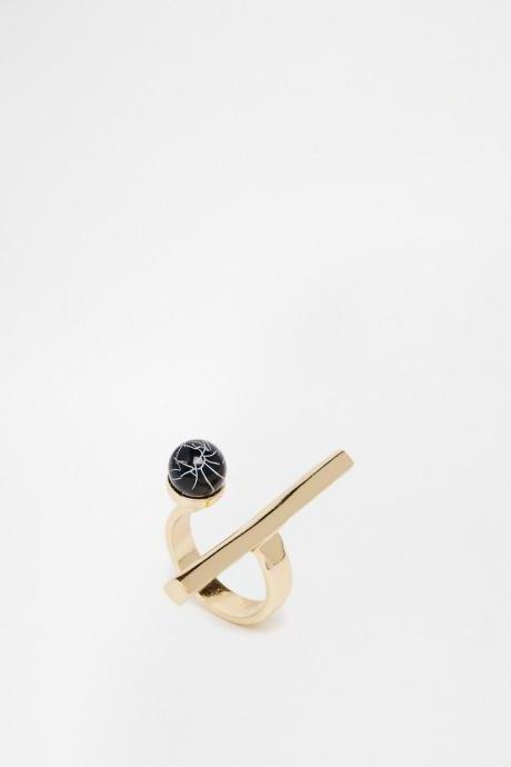 Horizontal bar simple black stone ball ring