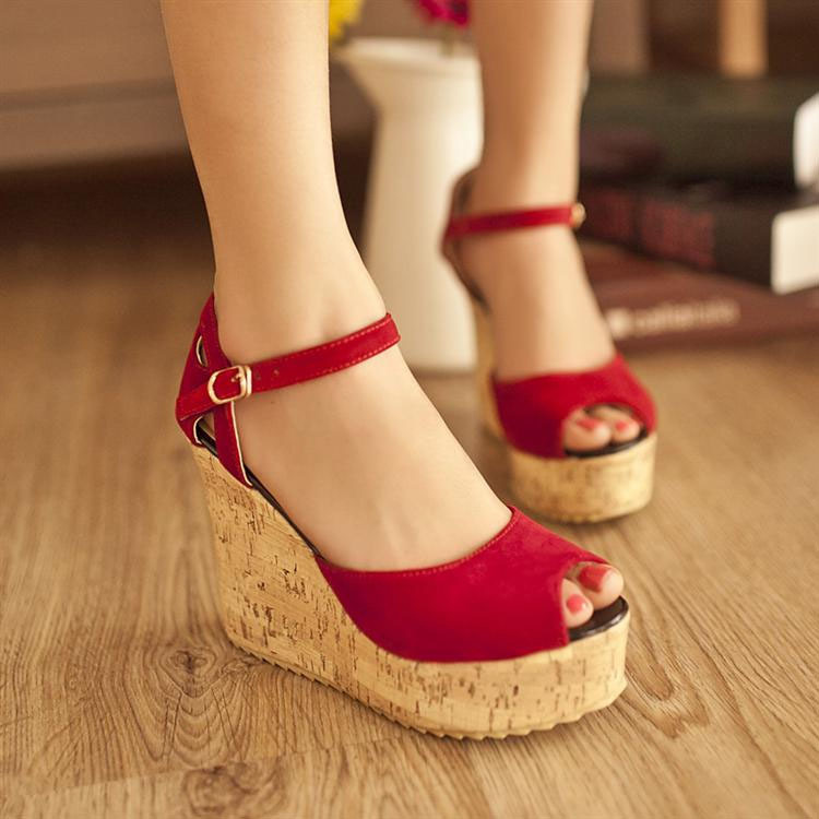 Elegant Buckle High Platform Peep Toe Wedge Sandals